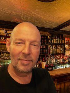 one man piano band irish pub